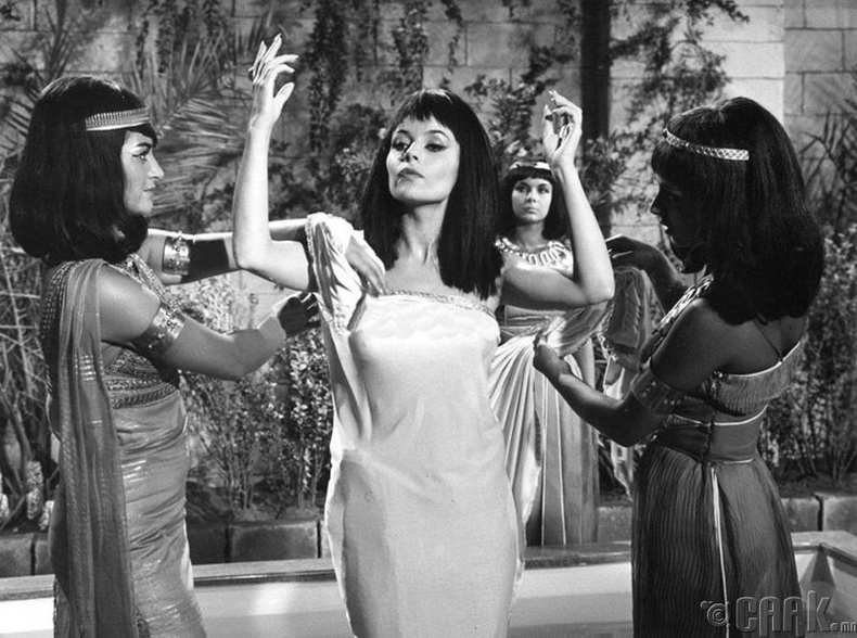 Паскал Пети (Pascale Petit) — A Queen for Caesar (1962)