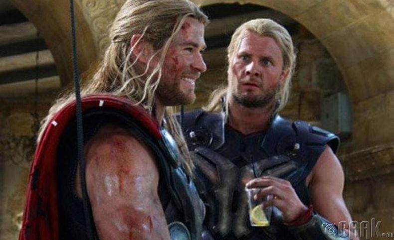 """Жүжигчин Крис Хемсворт, орлон тоглогч  Бобби Холлан,  """"God of Thor"""" кино"""
