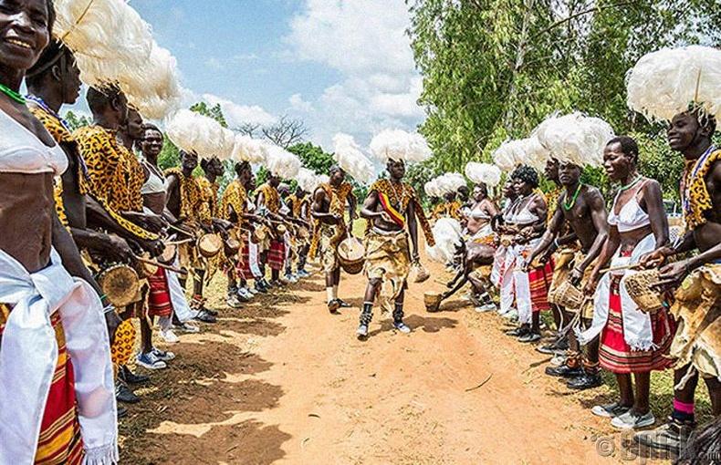 Хүргэнээ шалгана - Уганда