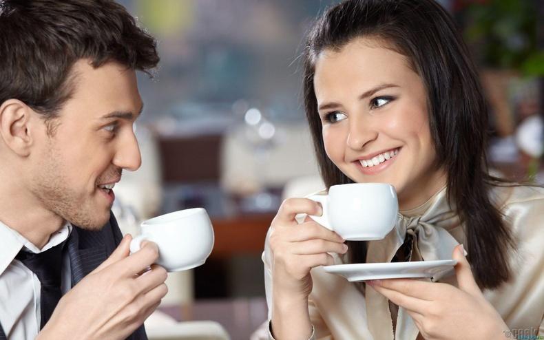 """""""Хамт цай ууж суух уу? 10 минут л болно оо"""""""