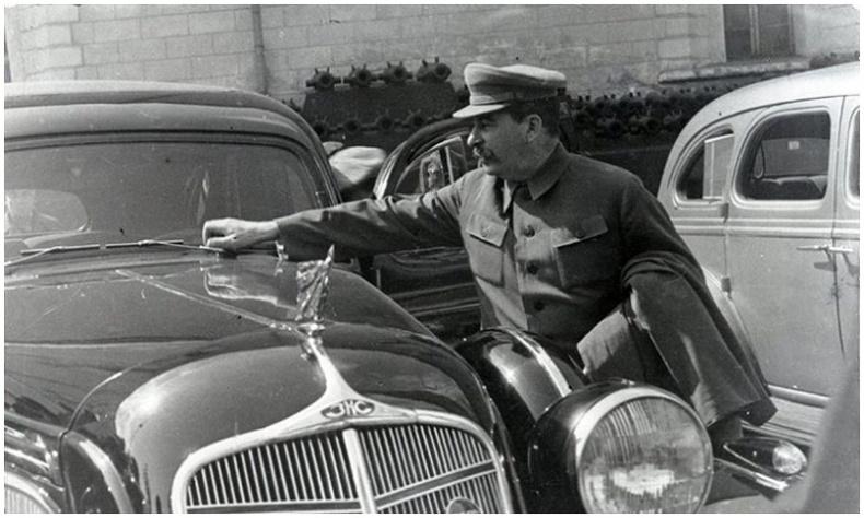 """ЗХУ-ын удирдагч Иосиф Сталины хуягт лимузиныг """"хулгайлсан"""" түүх"""