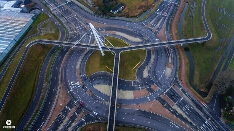 Авто болон дугуйн замыг тусад нь тусгаж өгсөн зам, Нидерланд