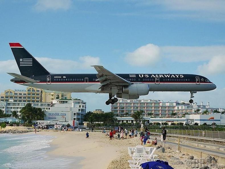 Юлиана гүнжийн нисэх онгоцны буудал, Ариун Мартины арал