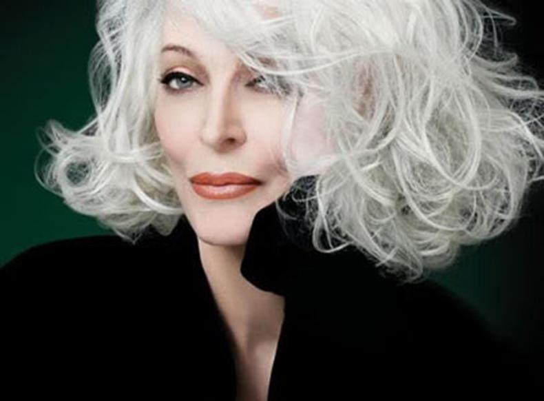 84 настай үзэсгэлэнтэй модель олныг шуугиулж байна