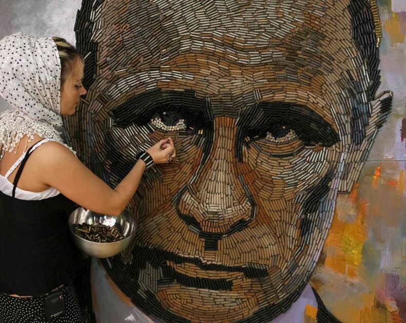 Путинийг үзэн ядагч Украйн бүсгүйн бүтээл