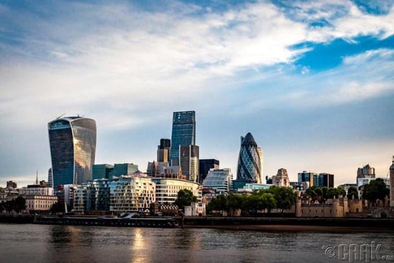 """Хоёр """"толгой""""-той Лондон хот"""