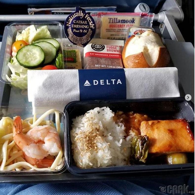"""Америкийн """"Delta Airlines"""" - Яргай загас, сам хорхойтой гоймон, салат болон амттан"""