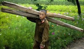 Хойд Солонгосын хөдөө нутгийн амьдрал нууц камерын дуранд...