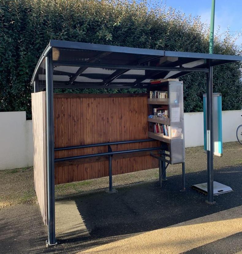Бяцхан номын сан бүхий автобусны зогсоолууд Францад бий
