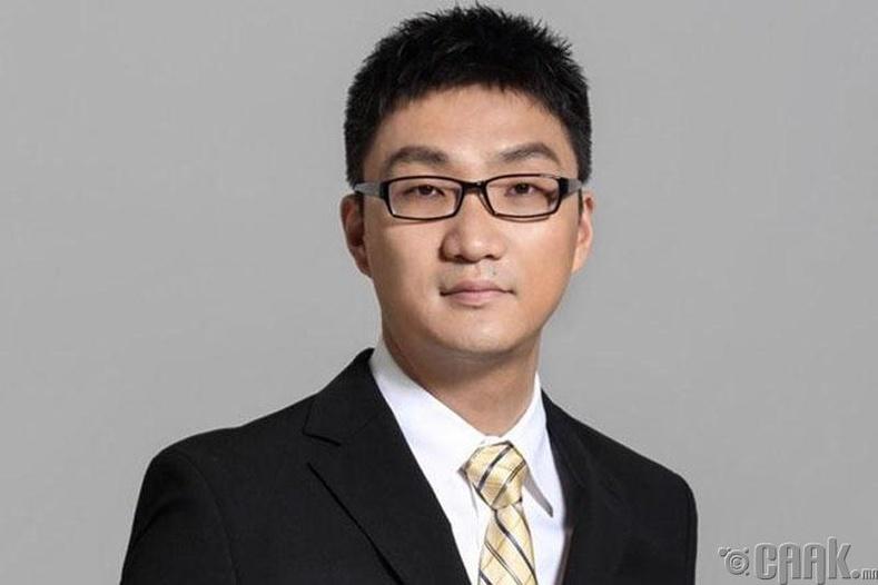 Колин Жэн Хуан, (Colin Zheng Huang), 21.2 тэрбум ам.доллар