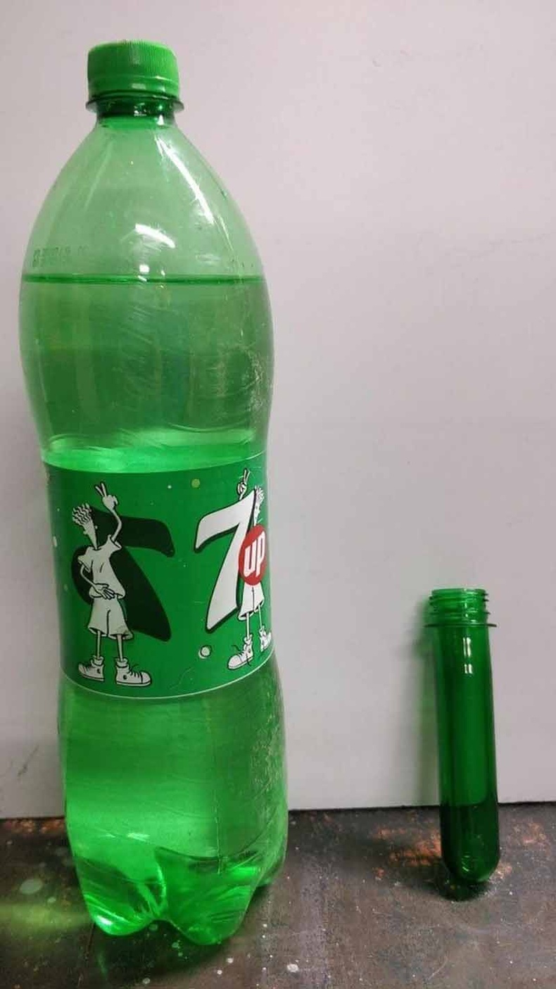 2 литрийн ундааны савыг үлээлгэж хэлбэрт оруулахын өмнө