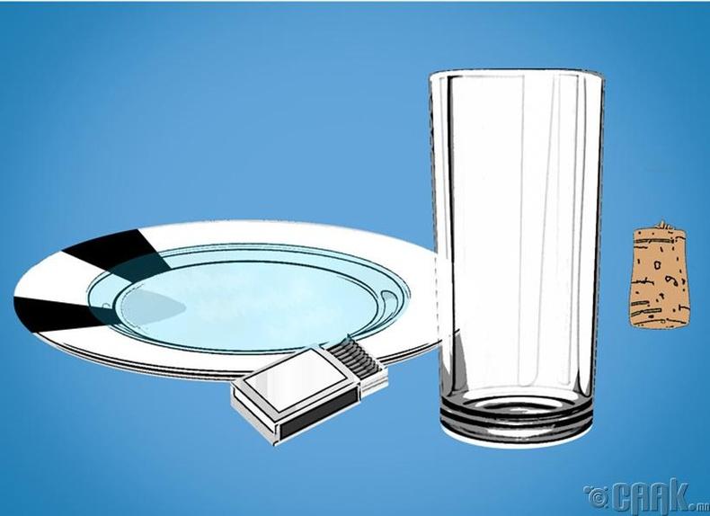 Тавганд хүрэлгүйгээр доторх усыг нь хэрхэн стакан руу юүлэх вэ?