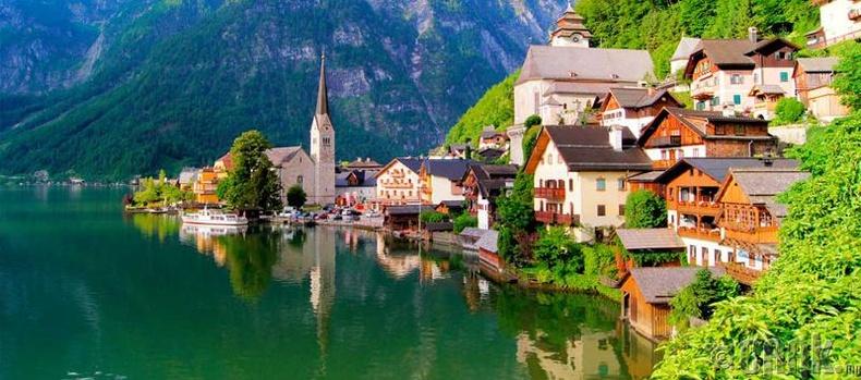 Австри