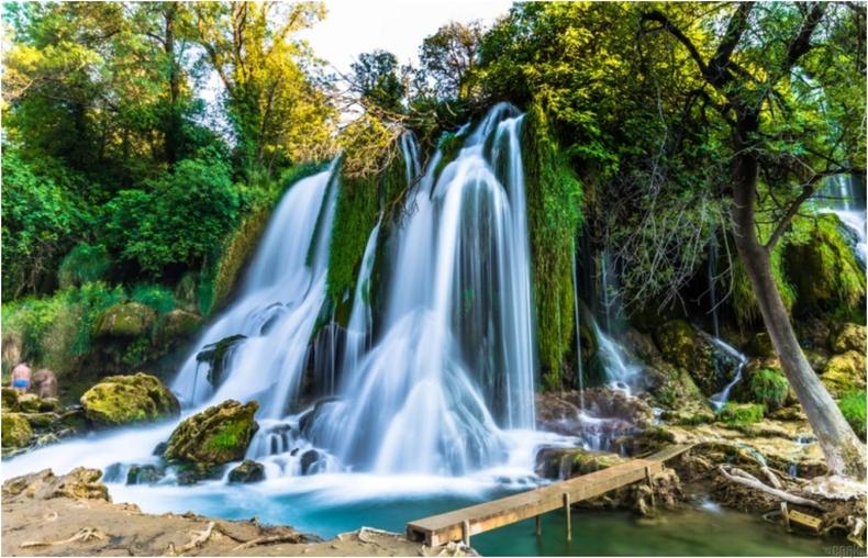 Кравис, Босни Герцеговина