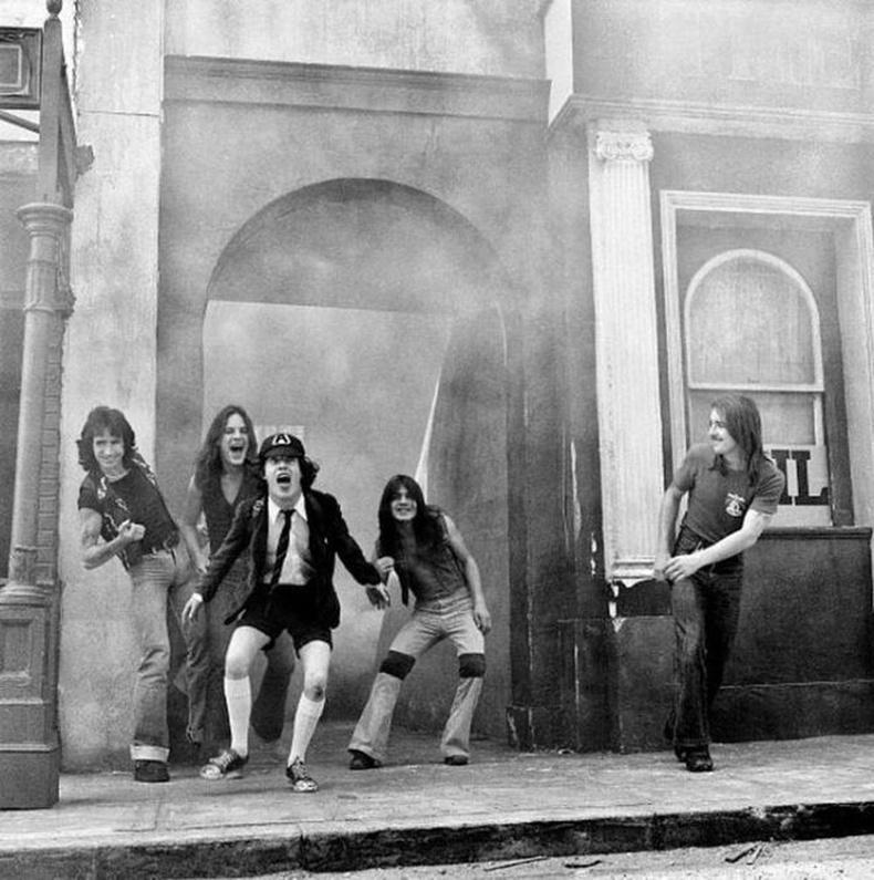 AC / DC, Лондон, 1976 он.