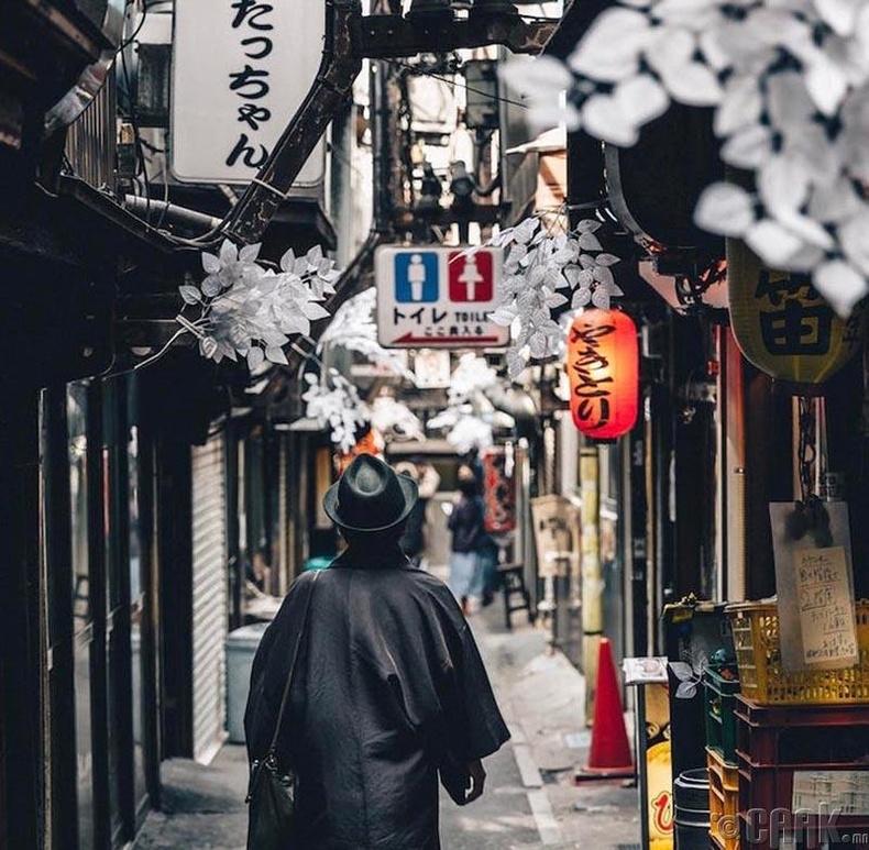 Японд аягатай будаан дээрээ савхаа хатгаж тавьж болохгүй