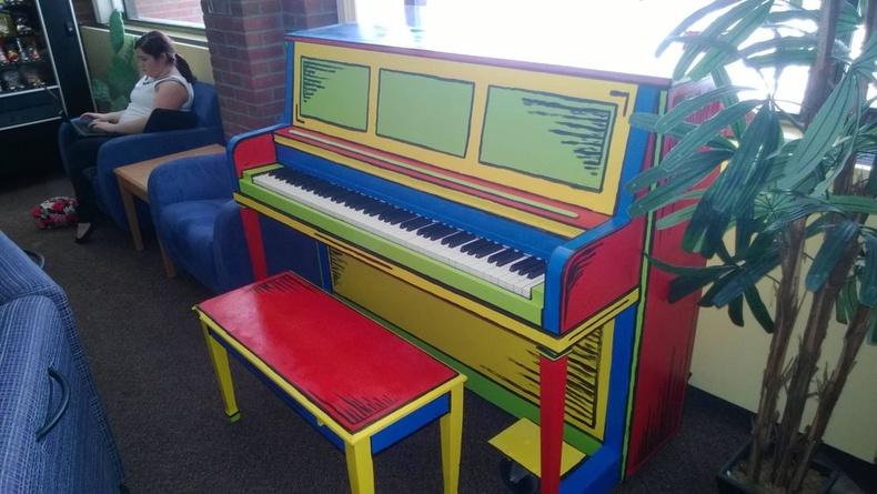 Хөгжмийн хичээлд хүүхдийн сонирхол татахуйц төгөлдөр хуур
