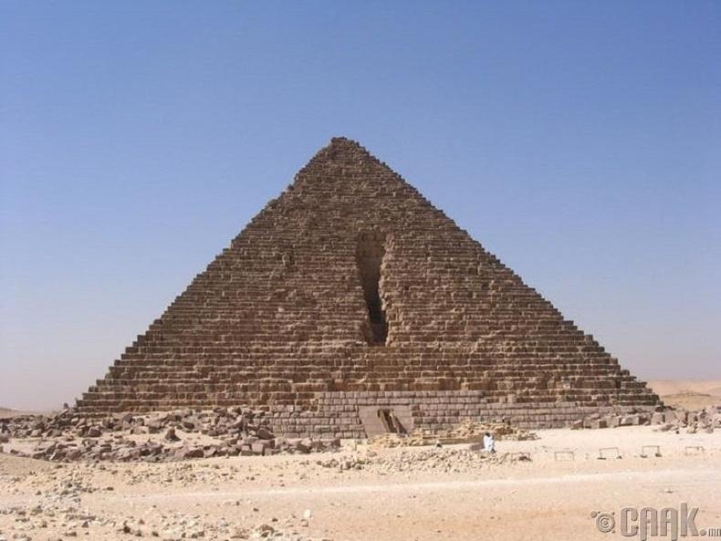 Пирамидыг нураах анхны оролдлого