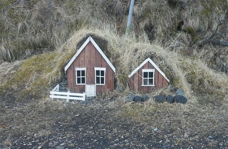 Исландын хүмүүсийн 54 хувь нь эльфүүд байдаг гэж үздэг бөгөөд Рейкьявикт элфийн сургууль хүртэл байдаг