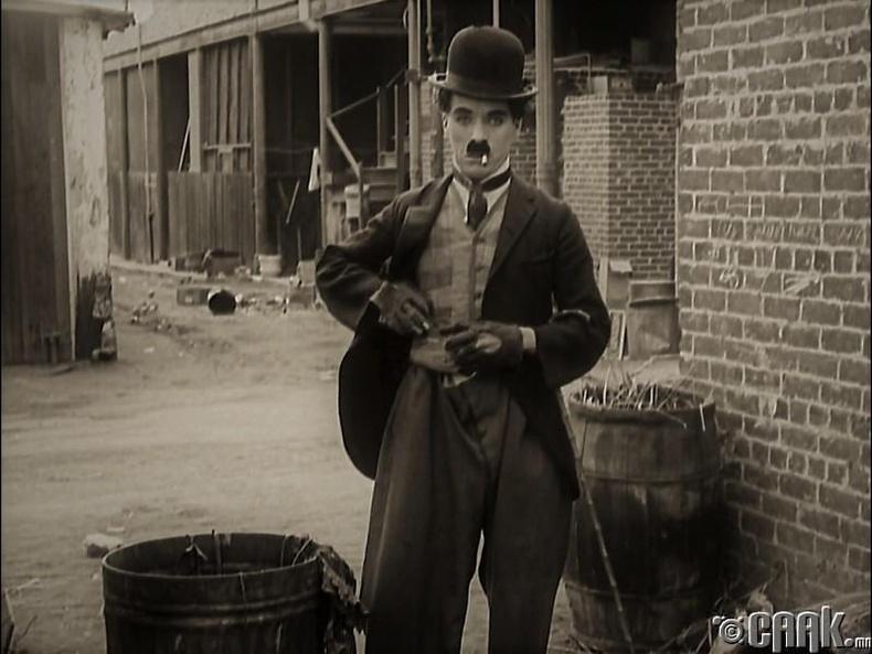 Чаплины цогцсыг механикчид хулгайлжээ