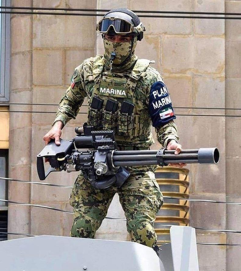 Мексикийн тэнгисийн цэргийн албан хаагч