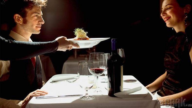 Романтик үдшийн зоог барих