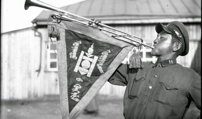 Монголын Ардын армийн эхэн үеийн ховор гэрэл зургууд (50 фото)