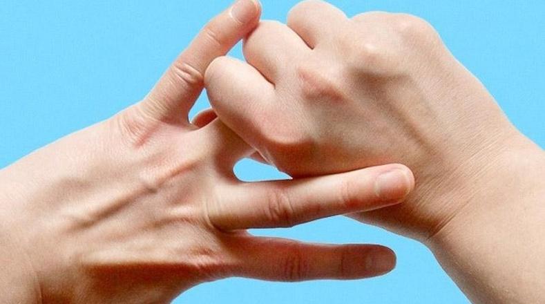 Гарын хуруугаа 5 минут баривал бидний биед юу болох вэ?