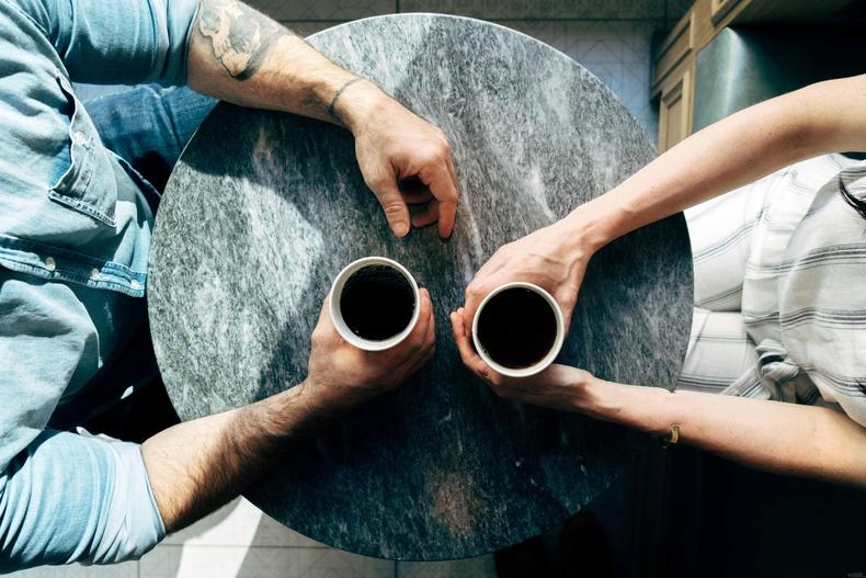 Танихгүй хүмүүстэй ярилцаж сур