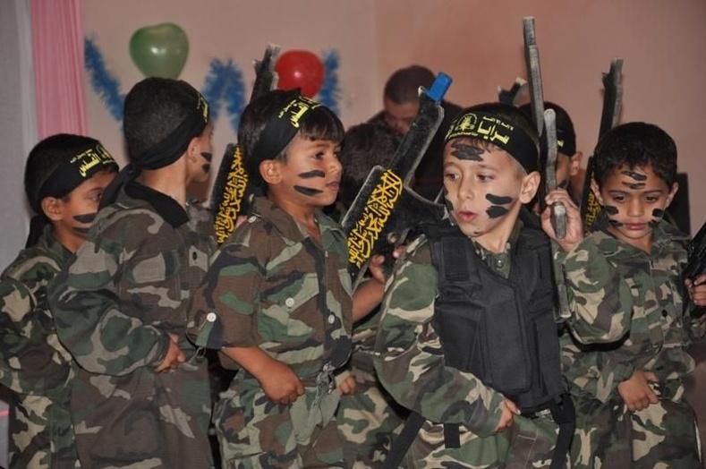 Палестинчууд хүүхдээ ингэж хүмүүжүүлдэг