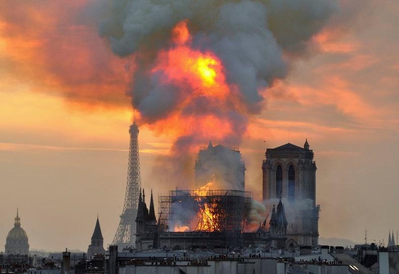 Парисын Дарь эхийн сүм 850 жилийн түүхэндээ юу юуг туулж өнгөрүүлсэн бэ?