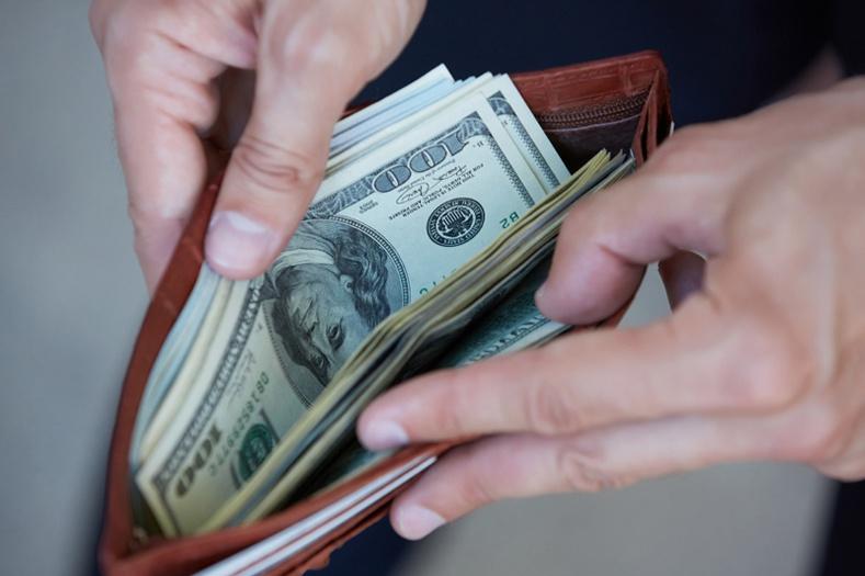 Таныг мөнгө олоход саад болдог 8 зүйлс