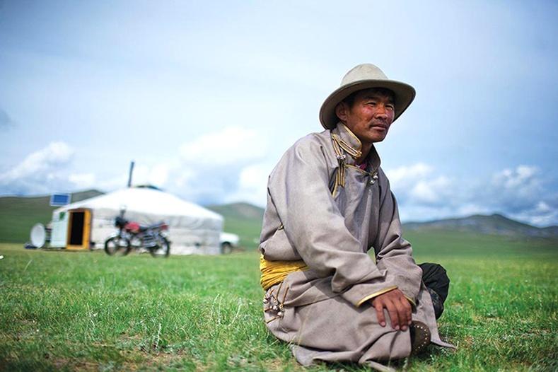 Гадны нүдээр Монгол орон хэрхэн хөгжсөн бэ?