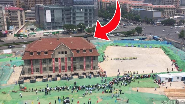 """Хятадууд 2600 тонн барилгыг нураалгүйгээр """"зөөж"""" холдуулжээ"""
