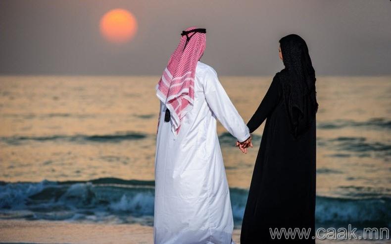 """Арабын Нэгдсэн Эмират улс - """"Олон нийтийн өмнө хайраа илэрхийлж болохгүй"""""""
