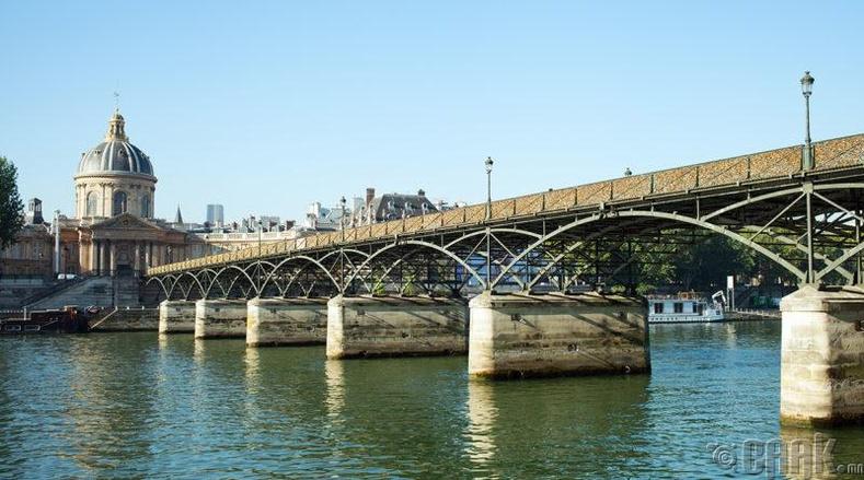"""Парисын  """"Pont des Arts"""" гүүр"""