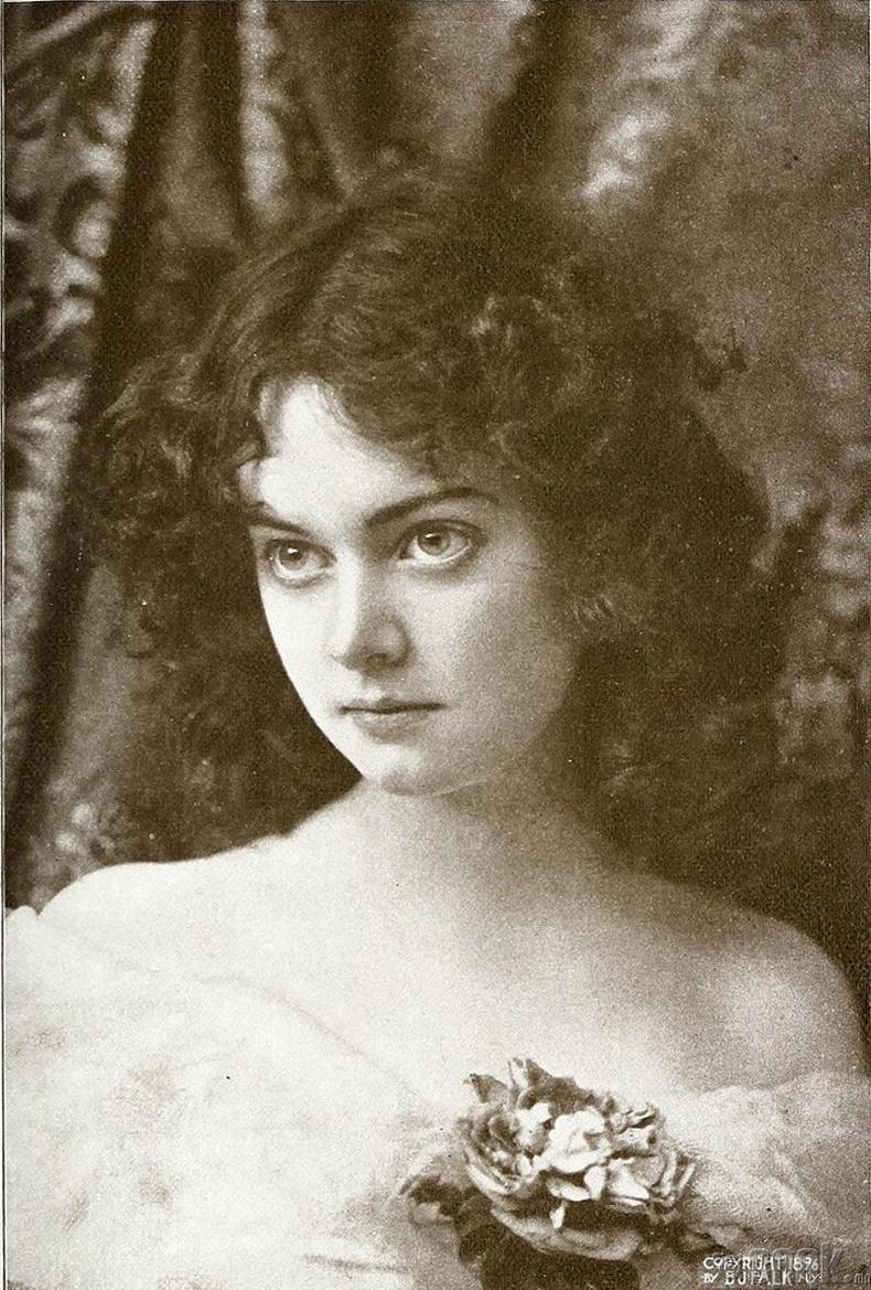 Мини Эшли, Америк жүжигчин, 1896 он