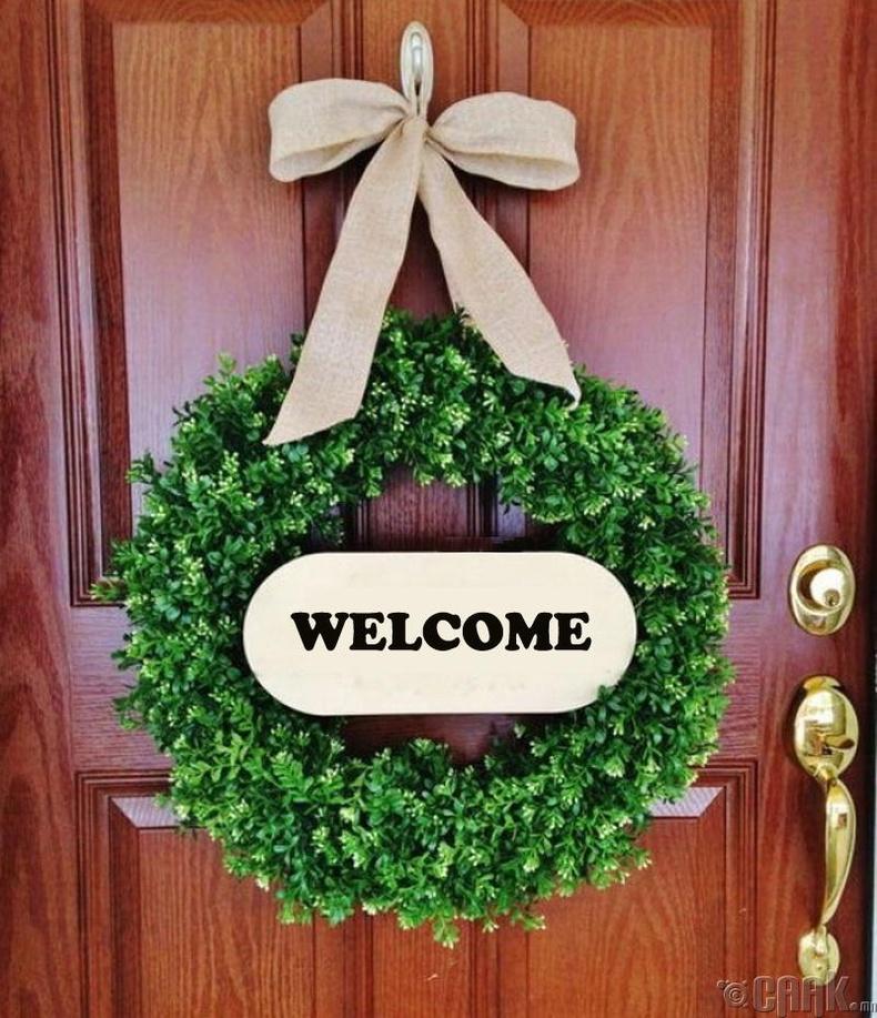 Үүдний хаалга - Анхны сэтгэгдэл төрүүлдэг
