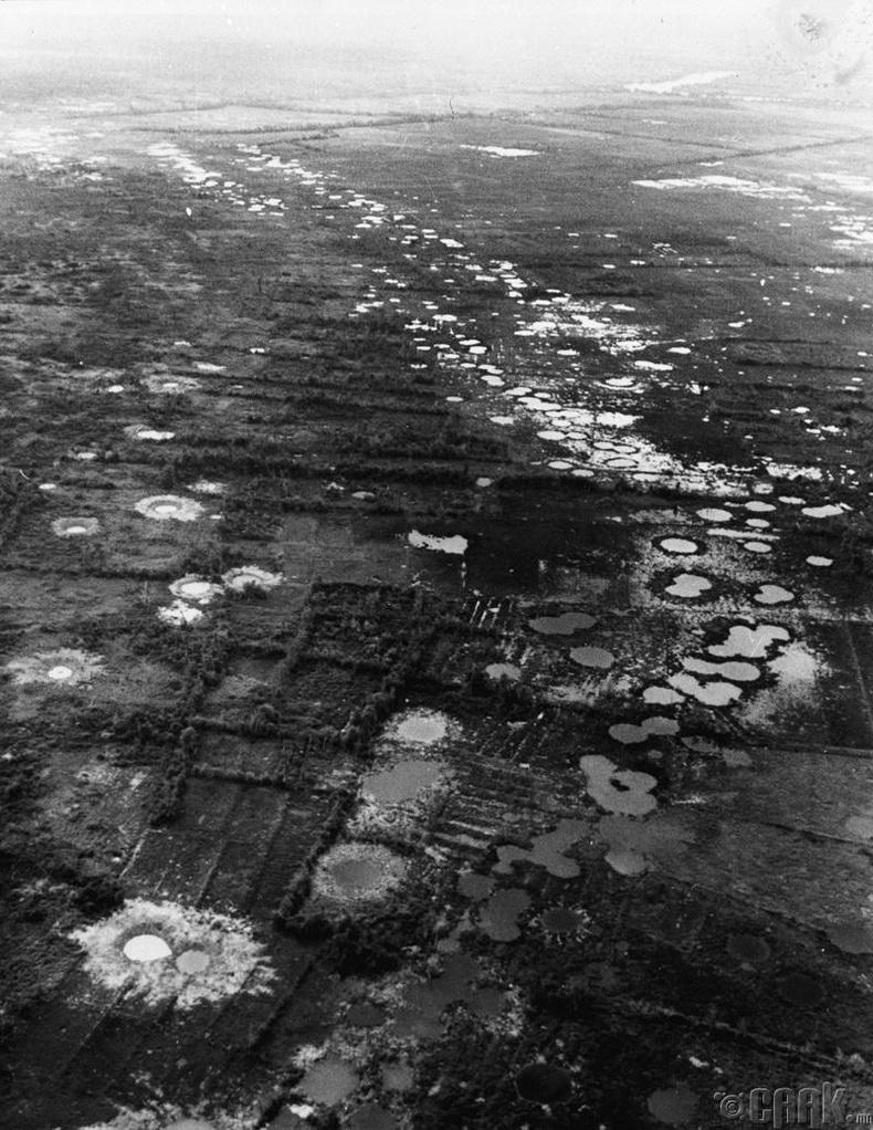 Вьетнам дахь бөмбөгдөлтөөс үүссэн нуурууд
