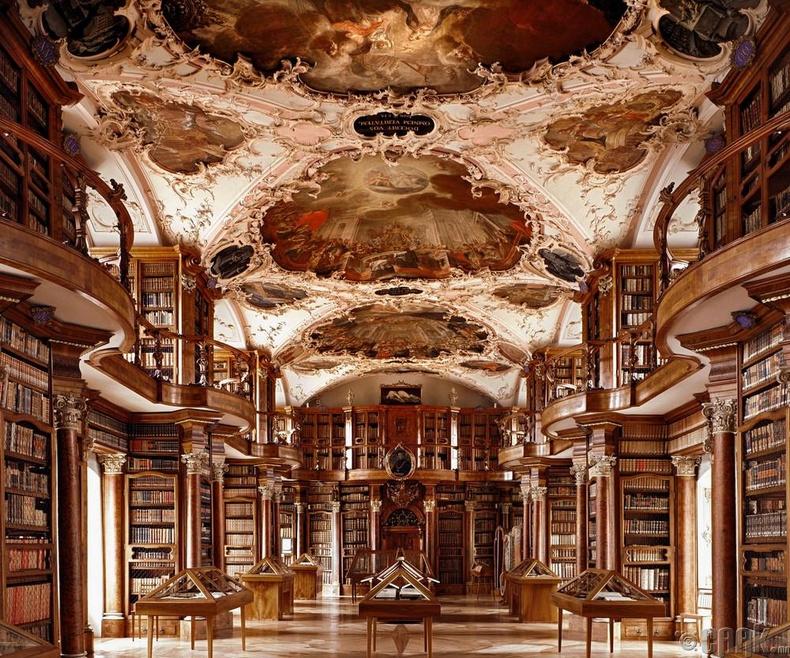 Гэгээн Галл сүмийн номын сан, Сент-Галлен, Швейцар.