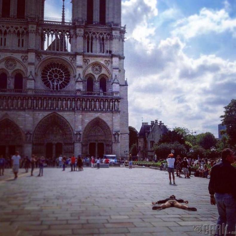Парисын Эх дагины сүм