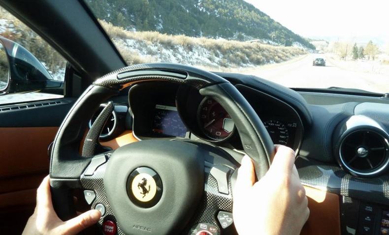 Таны машин 100 км/ц хурдтай явж байх үед руль нь чичрээд байна уу?