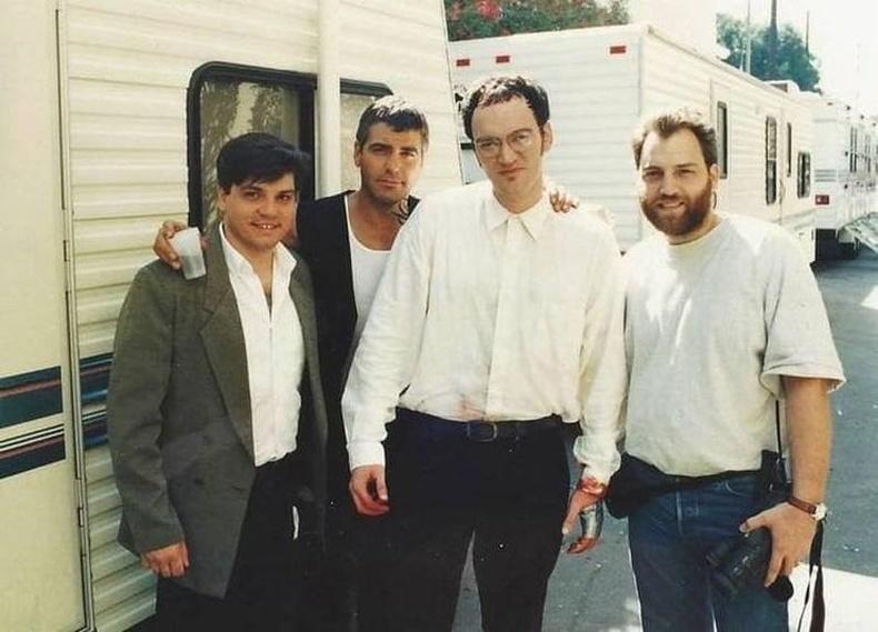 """Жорж Клуни болон Квентин Тарантино нар """"Dusk Till Dawn"""" киноны зураг авалтын үеэр, 1995 он."""