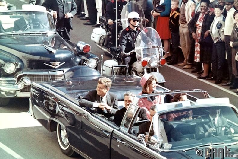 Жон Кеннедигийн (John F. Kennedy) лимузин
