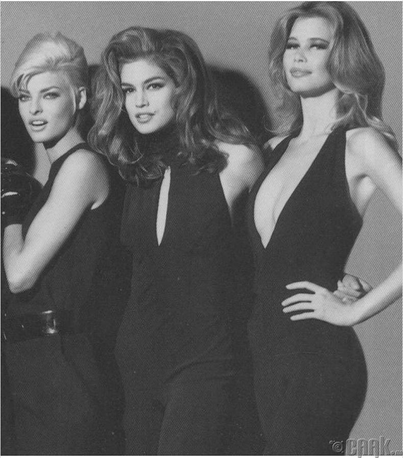 "Супермодел Линда Евангелиста, Синди Кроуфорд, Клаудия Шиффер (Linda Evangelista, Cindy Crawford and Claudia Schiffer) нар ""Versace""-гийн загварын шоуны үеэр - 1991 он"