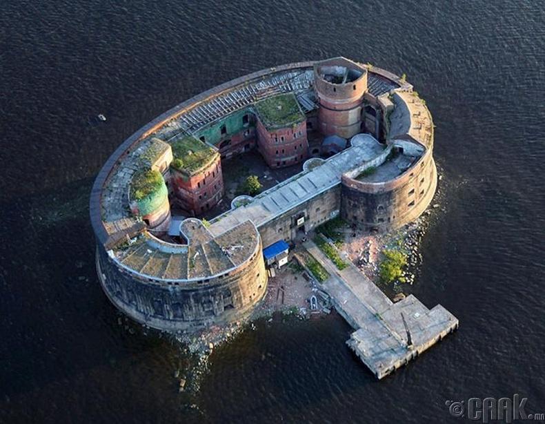 """Кронстадт дахь """"Эзэн хаан 1-р Александр"""" форт"""