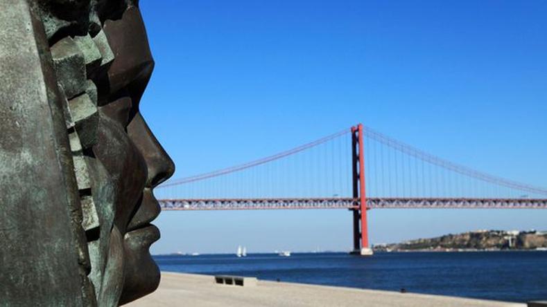 Португал - хүн амын 5.7 хувь