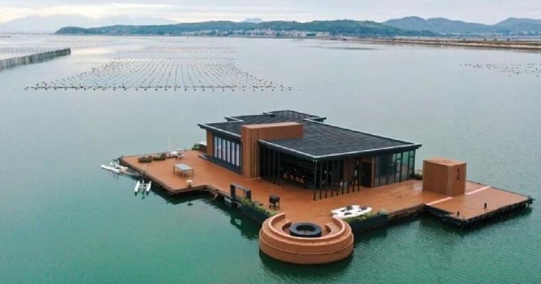 Хятад эр нэг жилийн дотор багахан хөрөнгөөр далай дээр хөвдөг хаус барьжээ