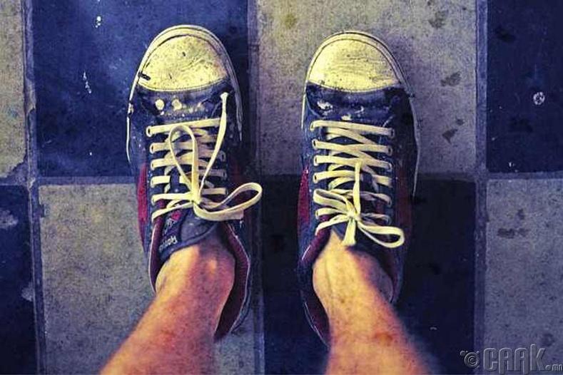Хөлстэй хөл