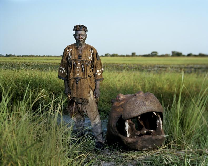 Андре ба түүний агнасан усны үхэр. Буркина-Фасо, 2012